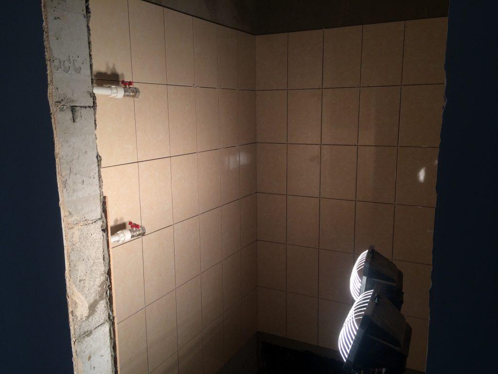Плитка в ванной квартиры с чистовой отделкой